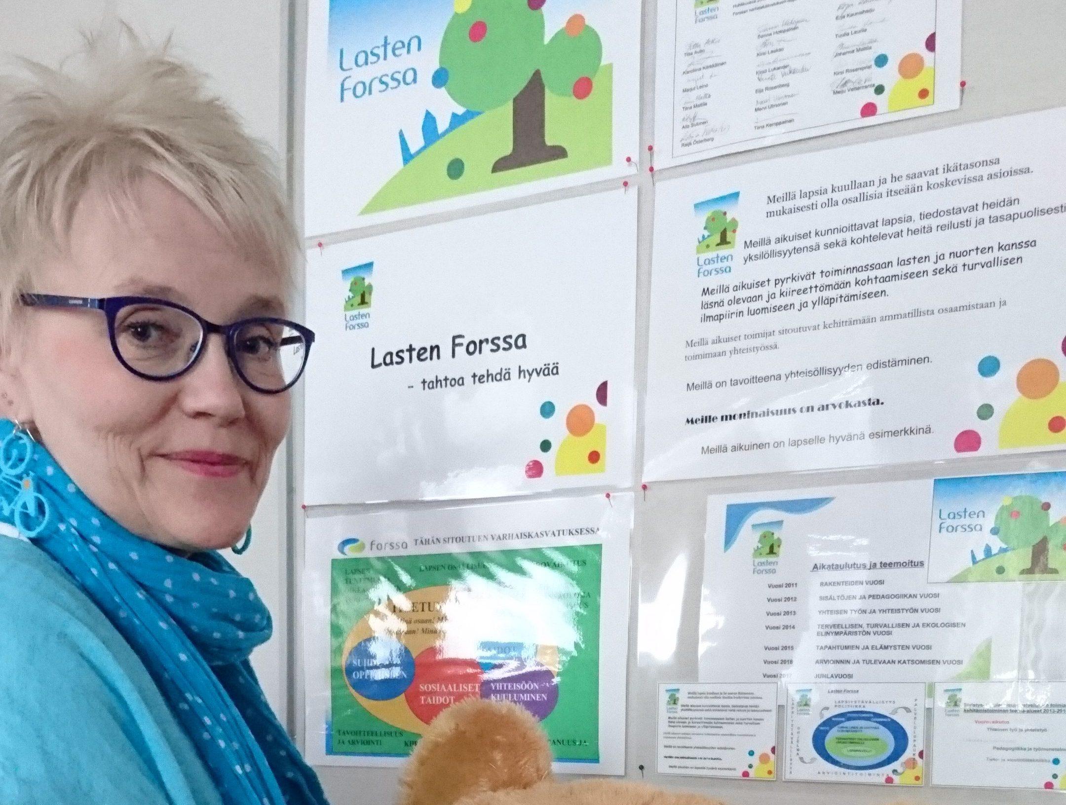 Tiina Kemppainen suunnittelemassa LastenForssaa